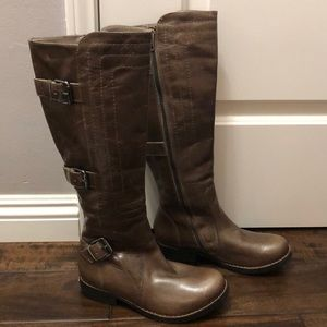 Brown boots by Juicy Couture